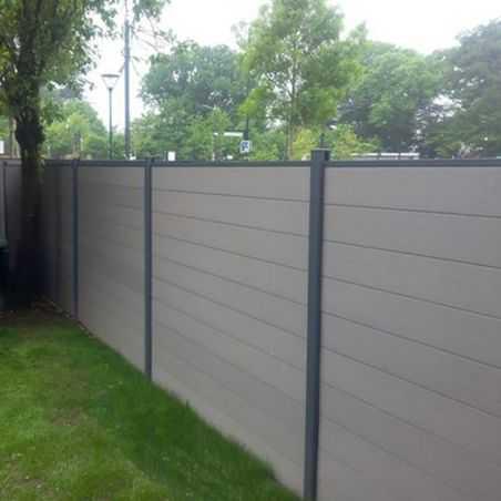 Clôture bois composite gris clair finition lisse aluminium