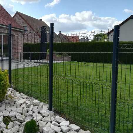 Clôture panneaux rigides Easy Home posé en redan avec poteaux à encoches