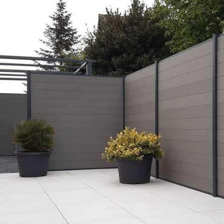 Cloture en lame bois composite gris clair sur terrasse